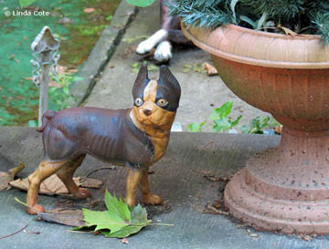 Linda Cote-dog statue
