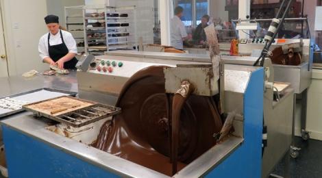 LINDA COTE-Le Chocolatier tempering
